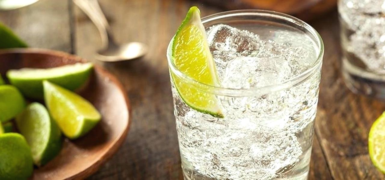 gin and soda make a refreshing and keto summer drink